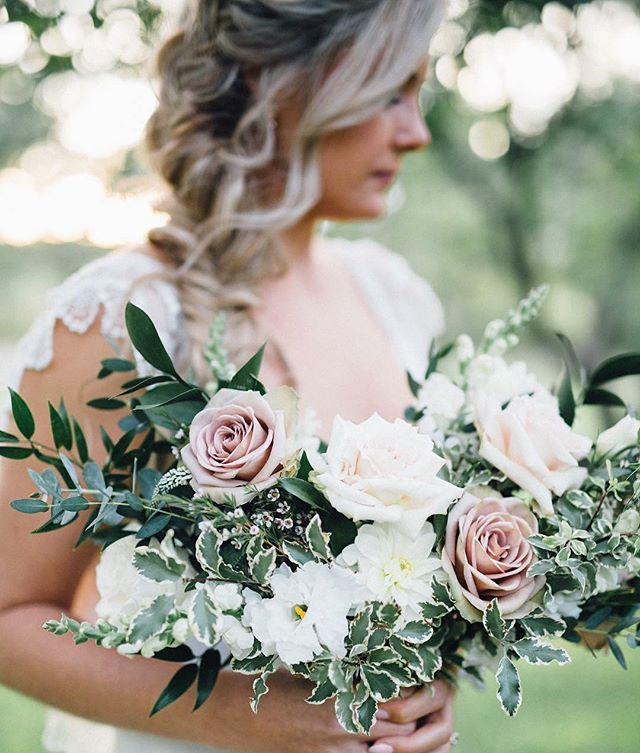 One of our biggest accomplishments every season, is the relationships we cultivate with our clients. It's our ultimate goal to not only provide incredible planning experiences and successful execution; but to also give our clients a sense of comfort and friendship. It makes seeing beautiful images, like this one from @simplylacephoto of our stunning bride Lauren, even more special.  #weddingplanner #wedding #niagaraweddingplanner #niagaraweddings #bride #gracewoodestate
