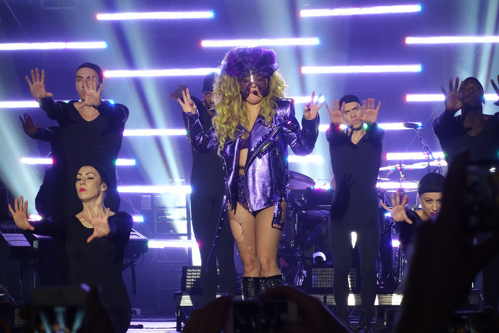 LADY GAGA PURPLE MASK ROSELAND 2.jpg