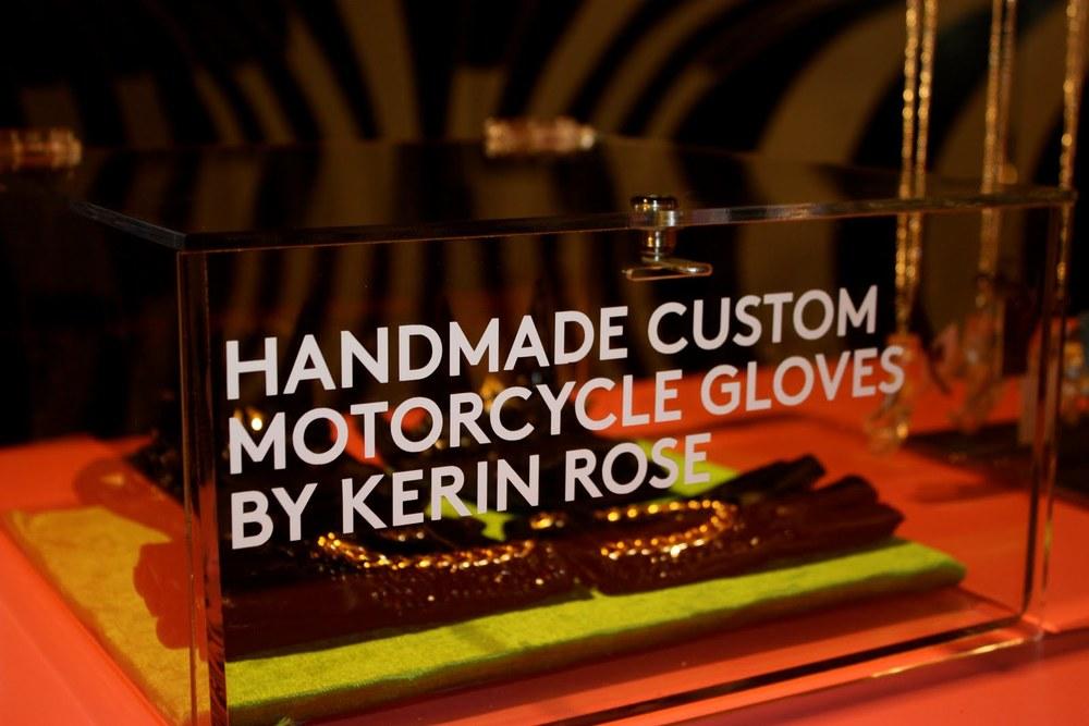 a-morir moto gloves display.jpg