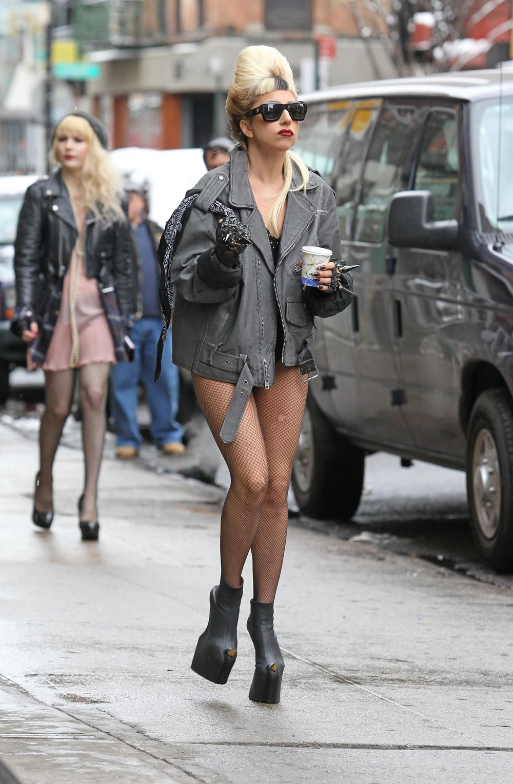 A-Morir Lady Gaga Gloves HBO special.jpg