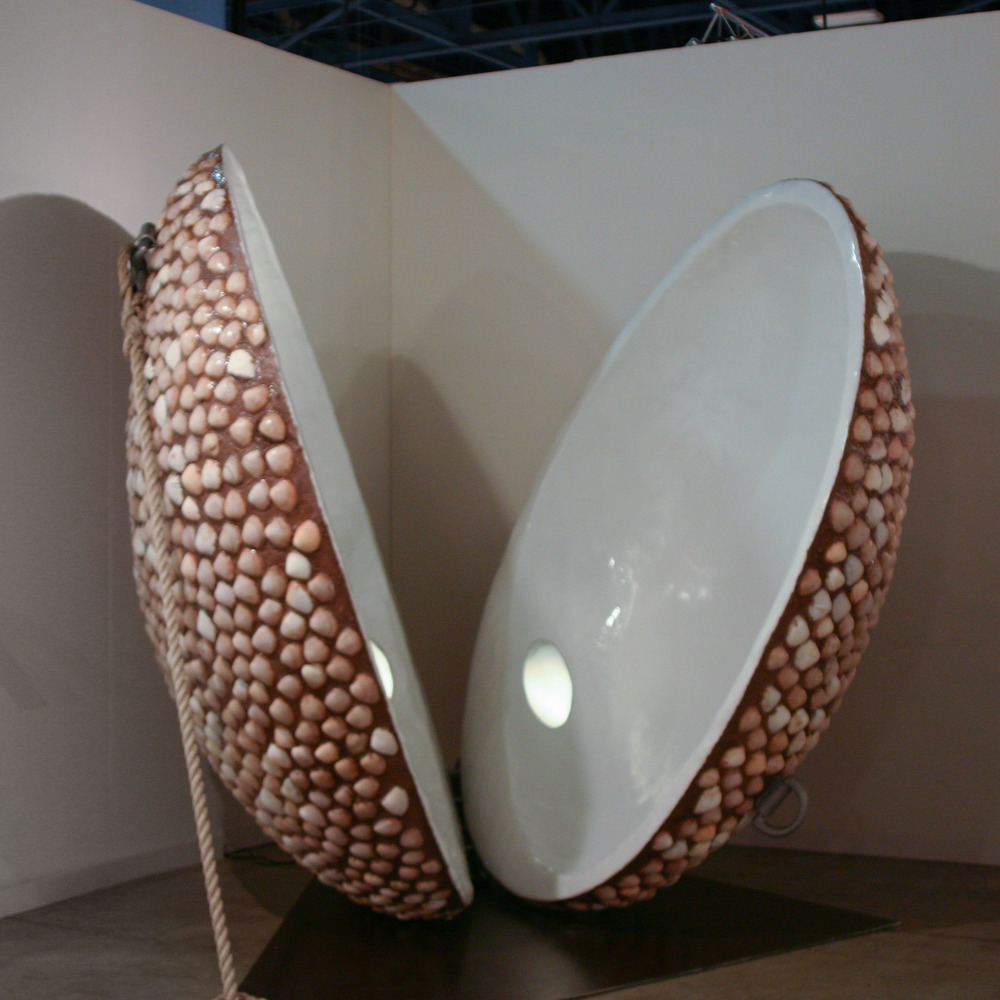VITO ACCONCI,  CONVERTIBLE CLAM SHELTER