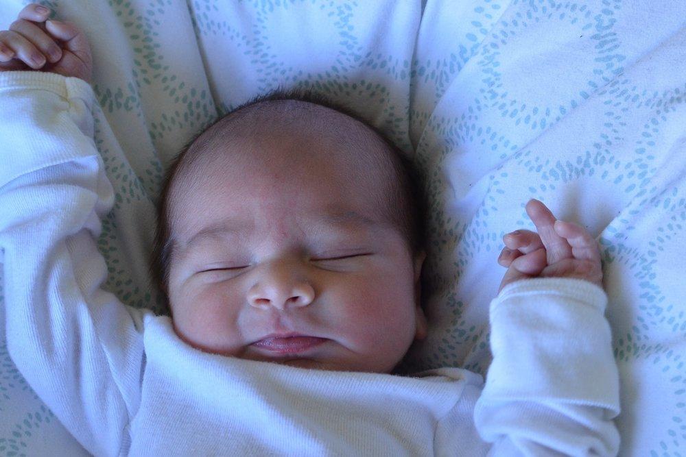 newborn-888534_1920.jpg