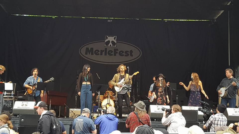 One more from the show, before banjo virtuoso Jens Kruger had to dash for his main stage set. L to R: Sam Bush, John Oates, Nicki Bluhm, James Nash, Joe Kyle Jr., Noah Wall, Lindsay Lou, and Jens Kruger.