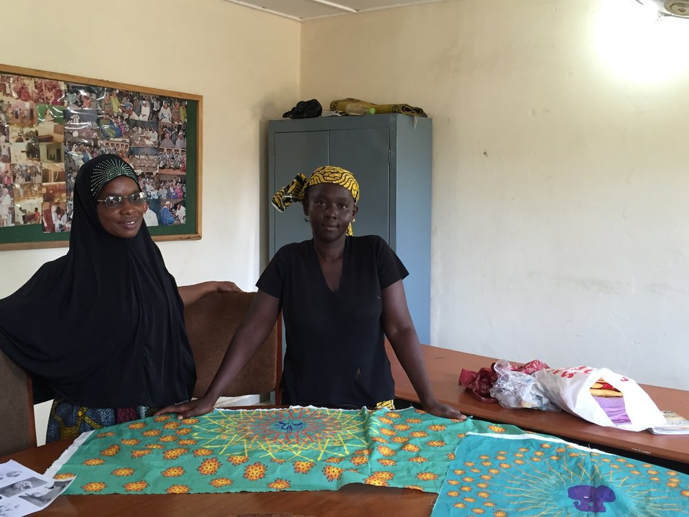 Mama Niaré and Fatim Ndiaye share their opinions on the HIV pattern prototype at the Sikoro Community Health Clinic in Bamako, Mali