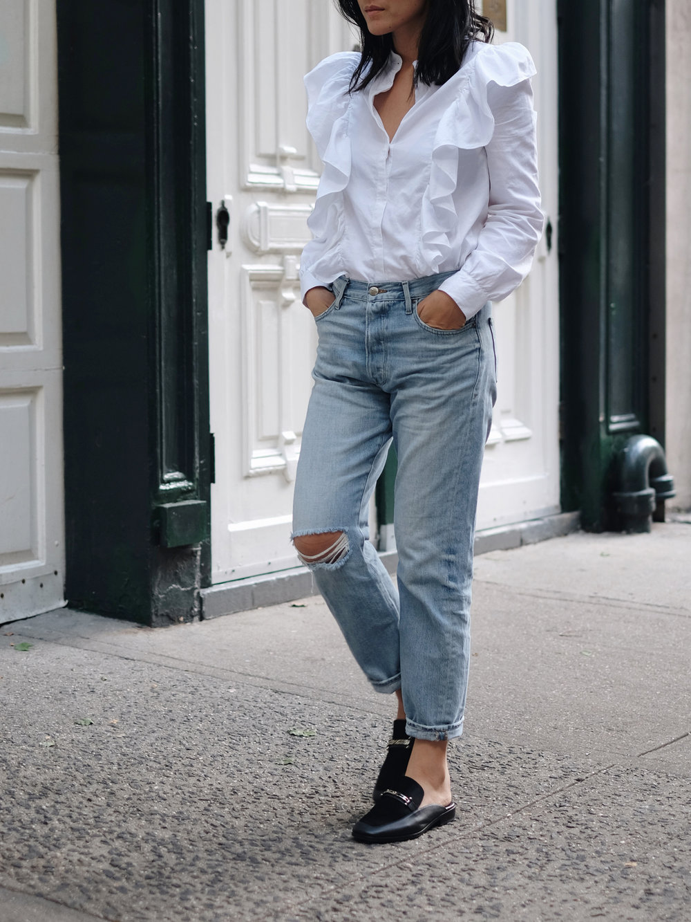H&M Blouse / FRAME DENIM Jeans / CHANEL Bag / NEWBARK Mules