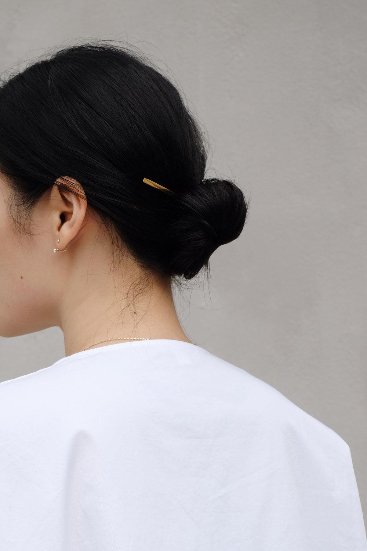 KAT KIM Earring / SYLVAIN LE HEN Hair Pin