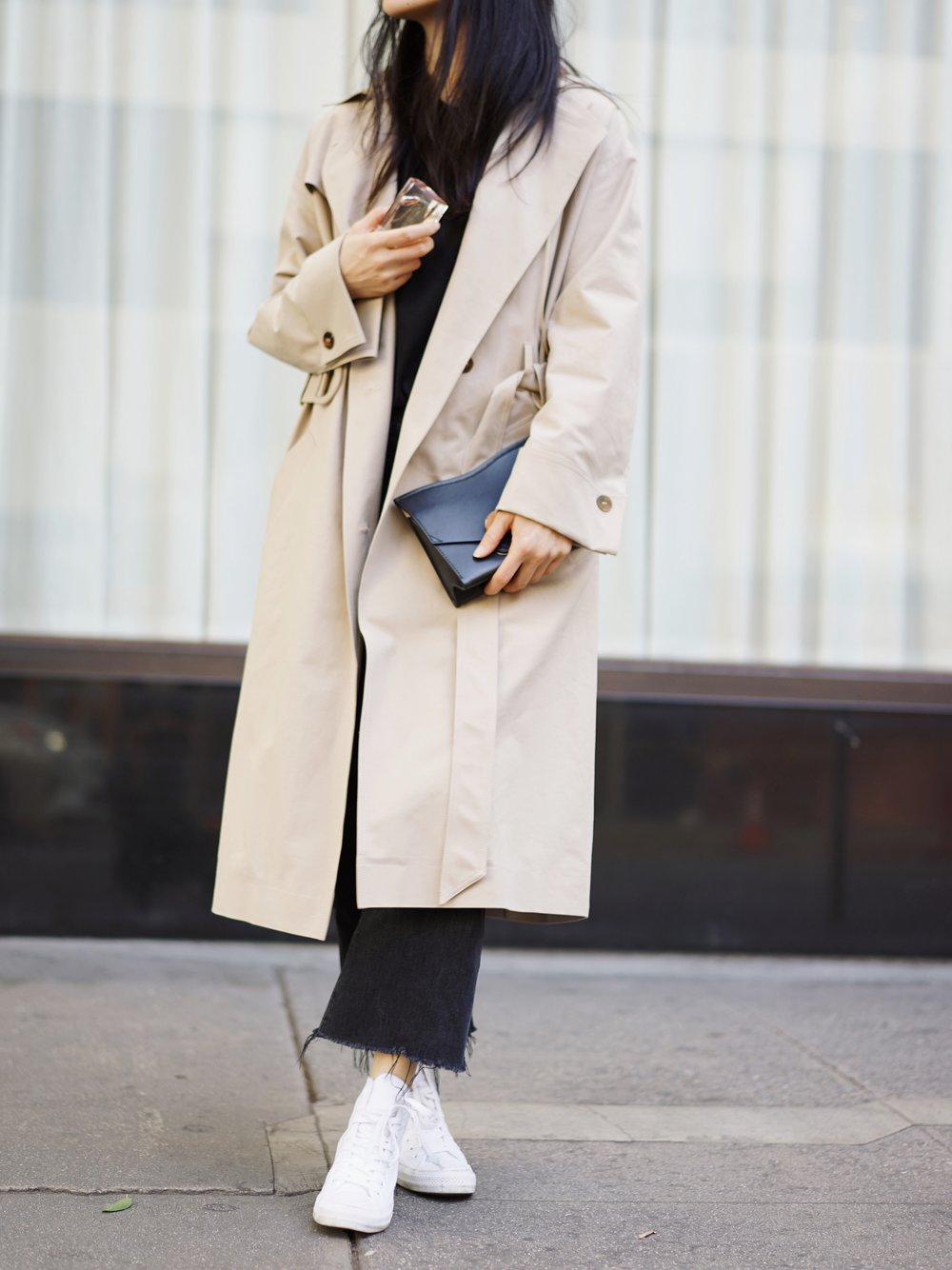 PROENZA SCHOULER   Clutch    /  NANUSHKA   Trench   / CITIZENS OF HUMANITY   Jeans   / CONVERSE   Sneakers