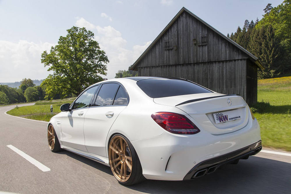low_KW_V3_Mercedes-Benz_C63AMG_Fahraufnahme02.jpg