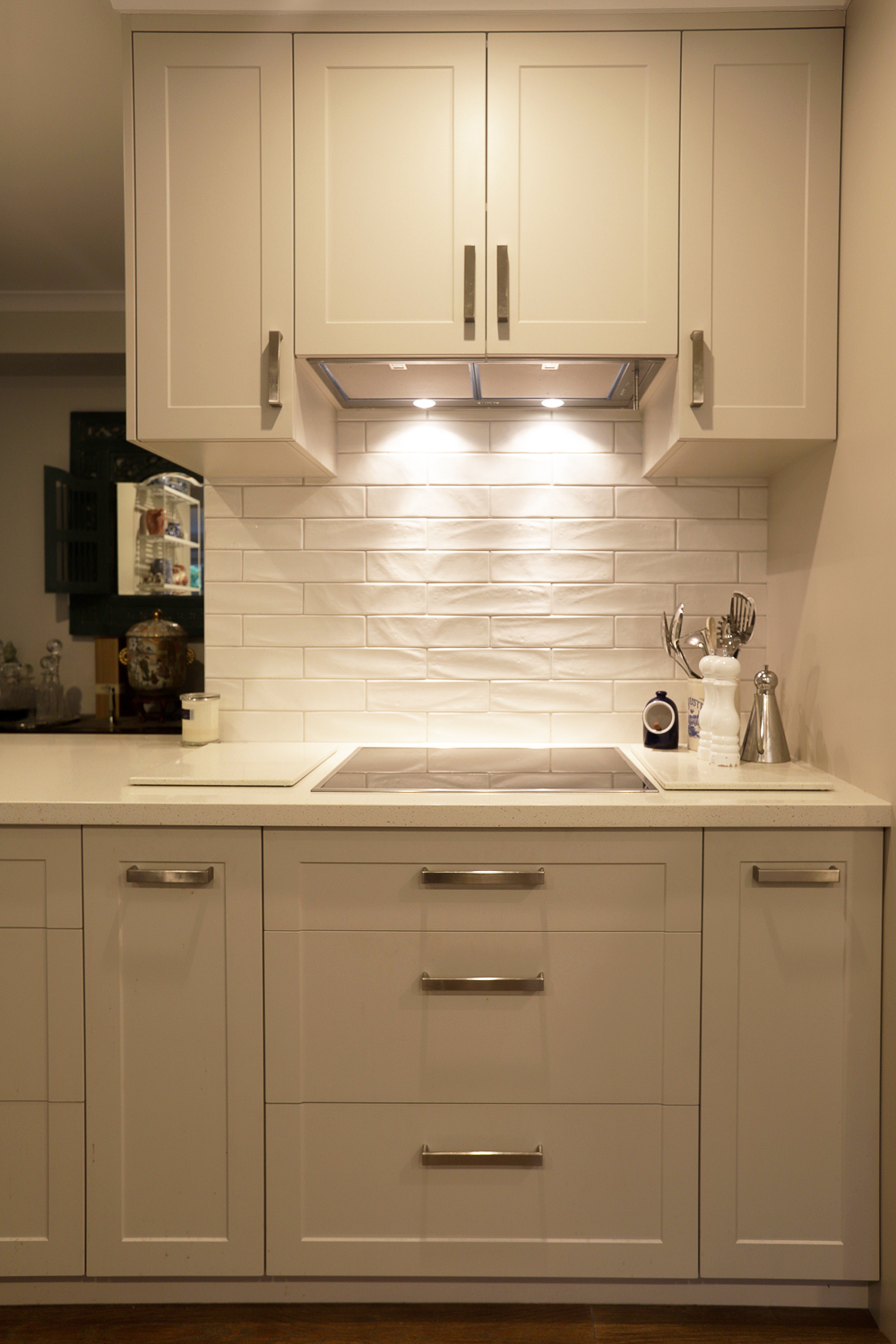 Concealed rangehood with tiled splashback