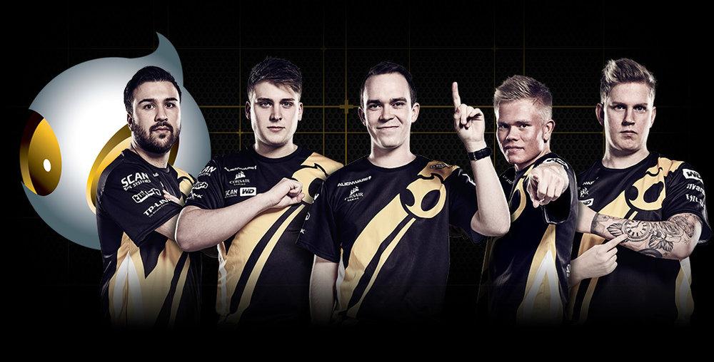 dignitas team photo