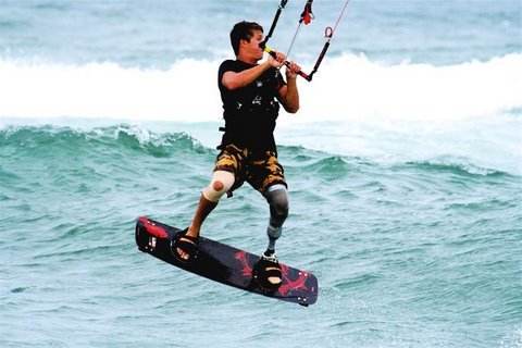 kite surfer with transtibial prosthesis