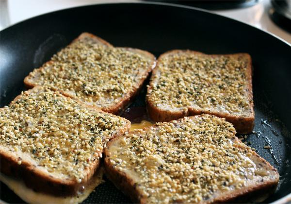 toasted-hemp-hearts-french-toast-01