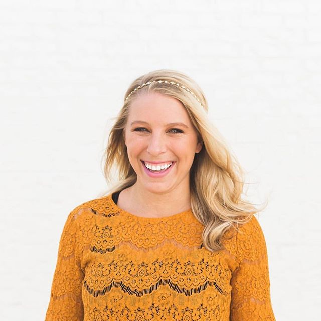 Have you ever considered speaking as a side hustle or full-time gig? 🎤 If so, this week's podcast is for YOU! The lovely @jess_ekstrom is dishing on how to make a living as a speaker, and giving you the tips, tricks, and secrets on how to make money speaking! Check it out now on the #WomenWorkWorth podcast. 📱