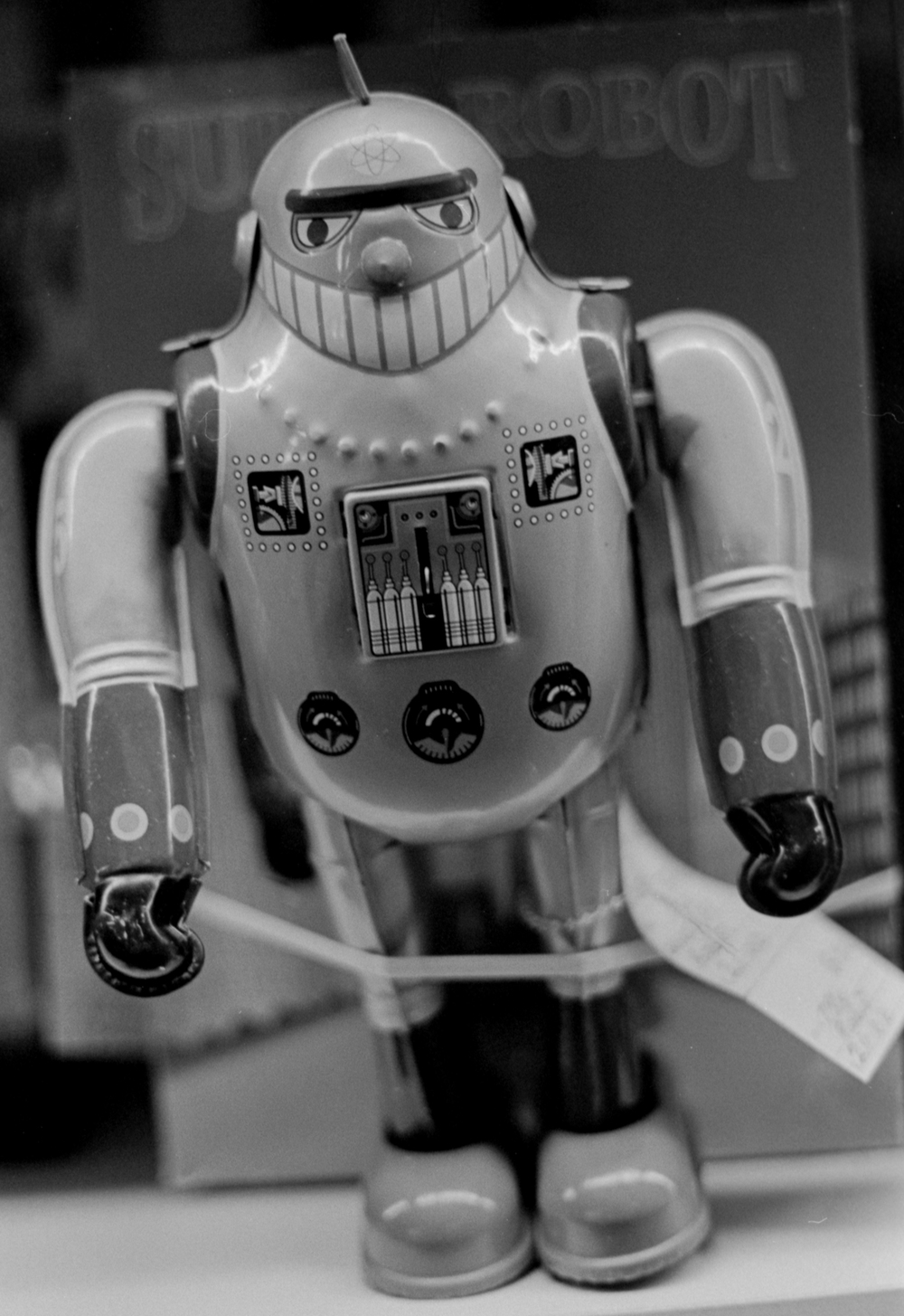 20 Aug 2016, Remake (I believe) of vintage tin robot toy, Country Antique Fair Mall, Santa Clarita, CA, Kodak Tr-X 400, Canon EOS-1, Developed (D-76) and Scanned by me.