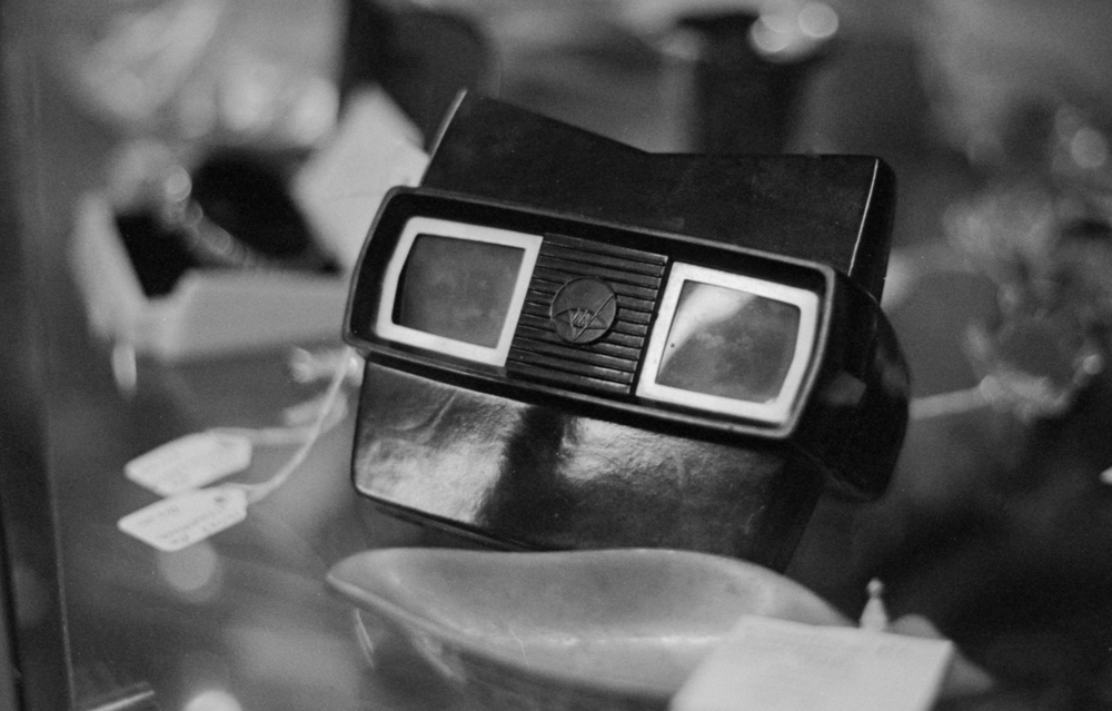 20 Aug 2016, Vintage View Finder Toy, Country Antique Fair Mall, Santa Clarita, CA, Kodak Tr-X 400, Canon EOS-1, Developed (D-76) and Scanned by me.