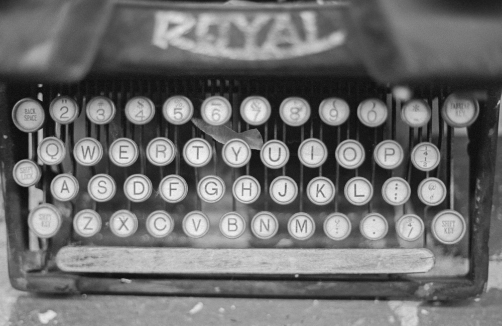 20 Aug 2016, Vintage Royal Typewriter, Country Antique Fair Mall, Santa Clarita, CA, Kodak Tr-X 400, Canon EOS-1, Developed (D-76) and Scanned by me.