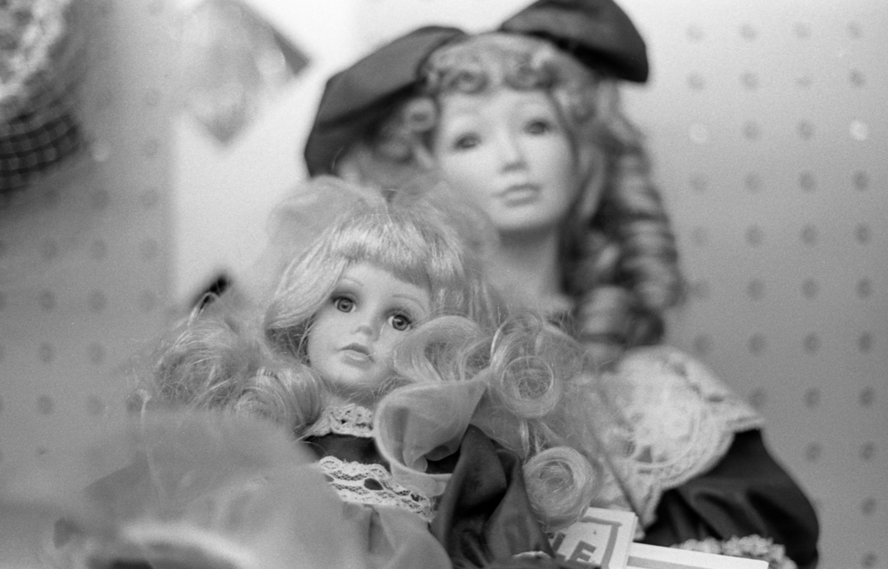 20 Aug 2016, Vintage Dolls, Country Antique Fair Mall, Santa Clarita, CA, Kodak Tr-X 400, Canon EOS-1, Developed (D-76) and Scanned by me.