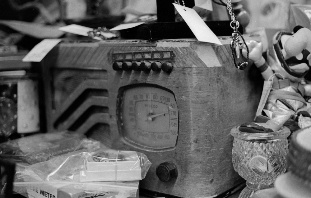 20 Aug 2016, Vintage Radio, Country Antique Fair Mall, Santa Clarita, CA, Kodak Tr-X 400, Canon EOS-1, Developed (D-76) and Scanned by me.