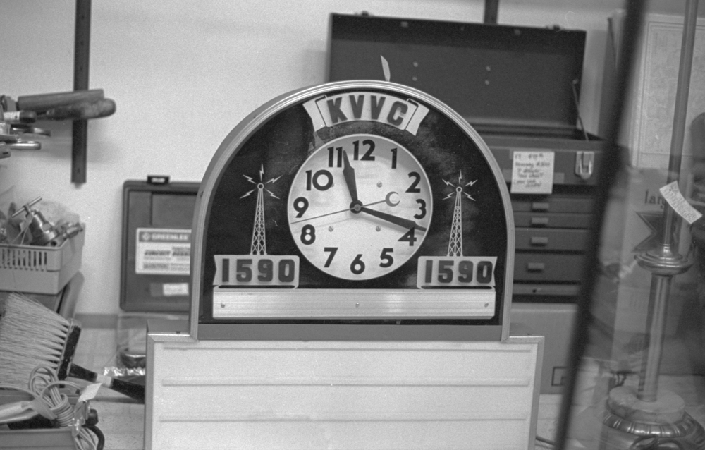 20 Aug 2016, Vintage Clock, Country Antique Fair Mall, Santa Clarita, CA, Kodak Tr-X 400, Canon EOS-1, Developed (D-76) and Scanned by me.
