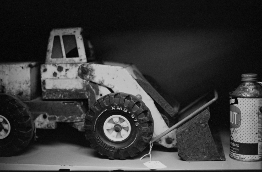 20 Aug 2016, Vintage Toy Truck, Country Antique Fair Mall, Santa Clarita, CA, Kodak Tr-X 400, Canon EOS-1, Developed (D-76) and Scanned by me.