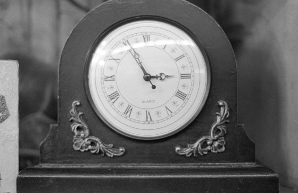 20 Aug 2016, Clock, Country Antique Fair Mall, Santa Clarita, CA, Kodak Tr-X 400, Canon EOS-1, Developed (D-76) and Scanned by me.