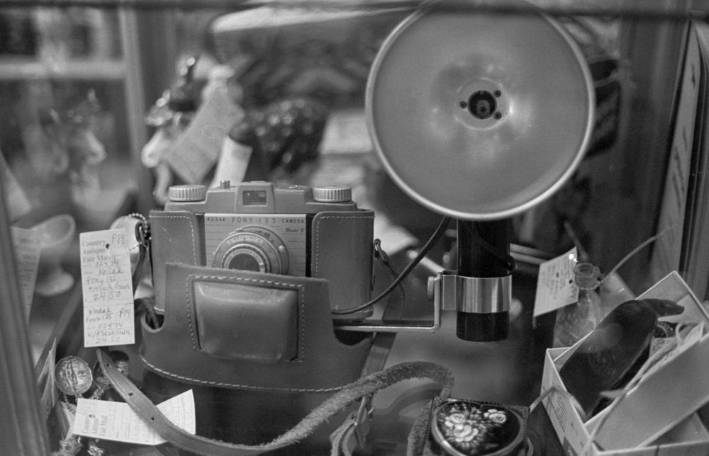 20 Aug 2016, Vintage Kodak Camera, Country Antique Fair Mall, Santa Clarita, CA, Kodak Tr-X 400, Canon EOS-1, Developed (D-76) and Scanned by me.