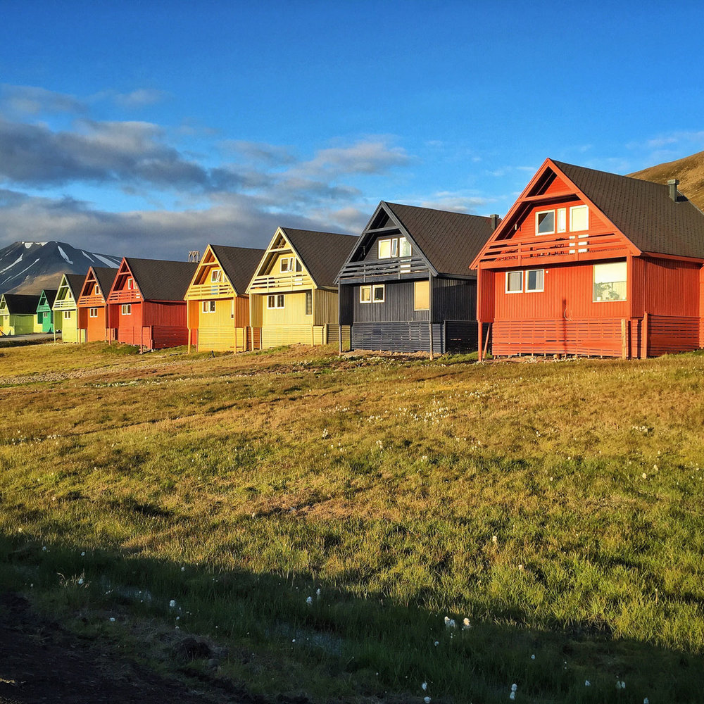 The colourful houses of Longyearbyen.