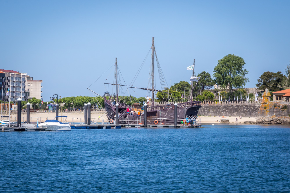 The replica of  La Pinta  moored in the harbour at Baiona.