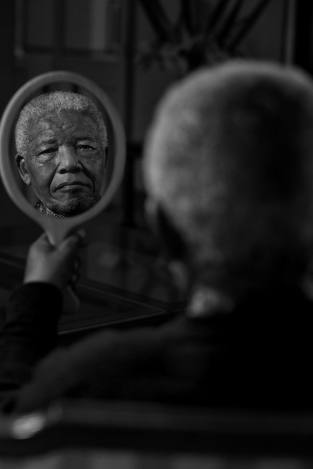 2dots :      2dots :      21 Icons : Nelson Mandela     I think this is the most iconic and powerful portrait i have seen.     R.I.P. Nelson Mandela