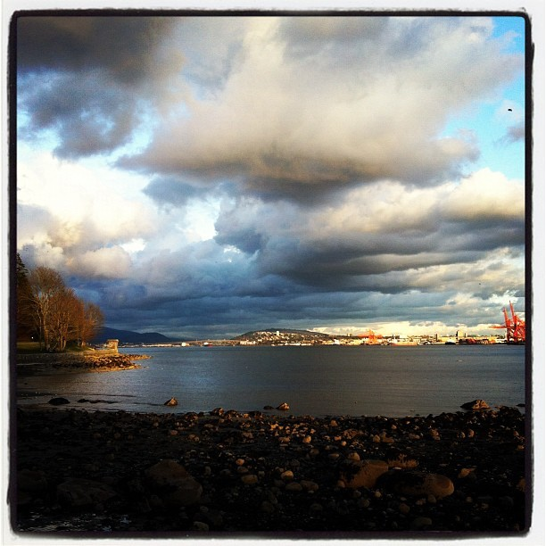 18:40, Seawall (Taken with  Instagram  at Stanley Park Seawall)