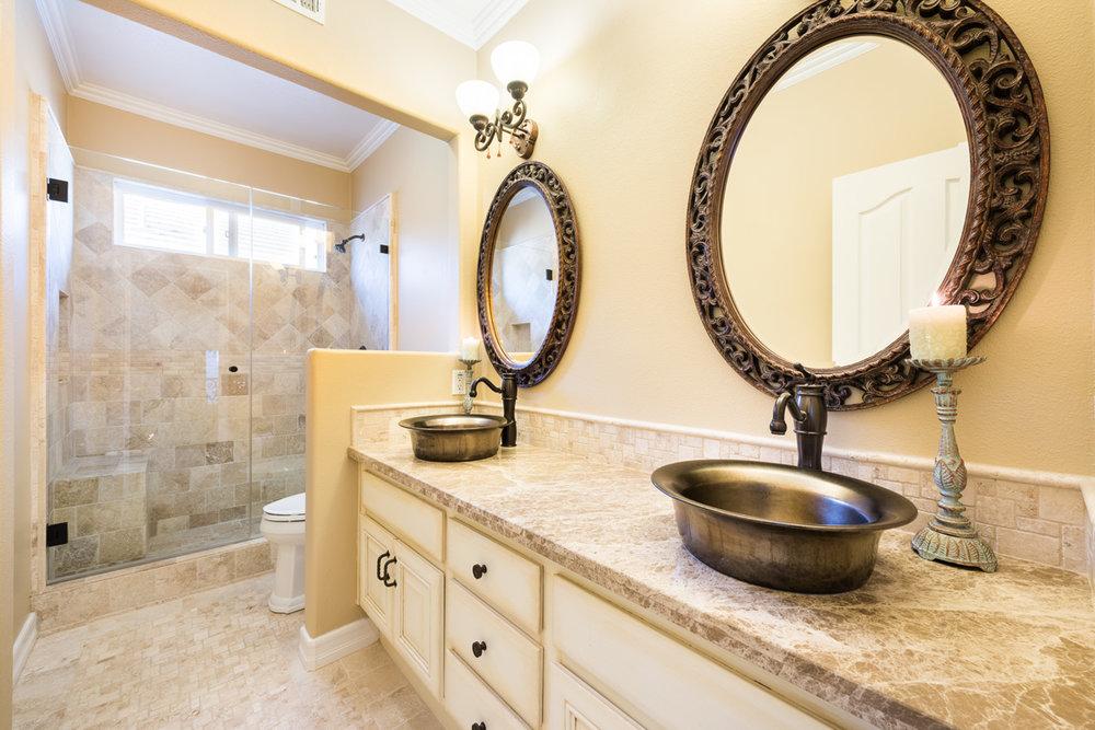 davar_and_co_bathrooms