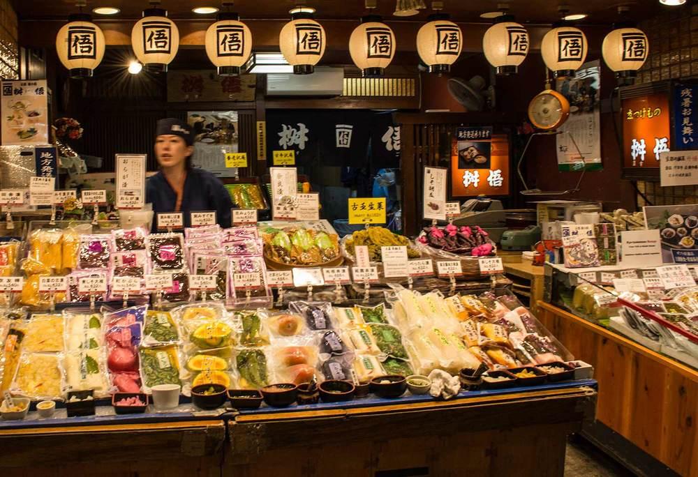 Kyoto-Nishiki-Market-pickeledstall.jpg