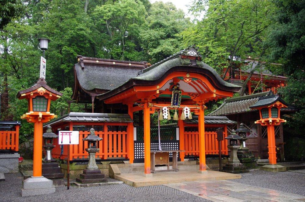 fushimi shrine rain.jpg