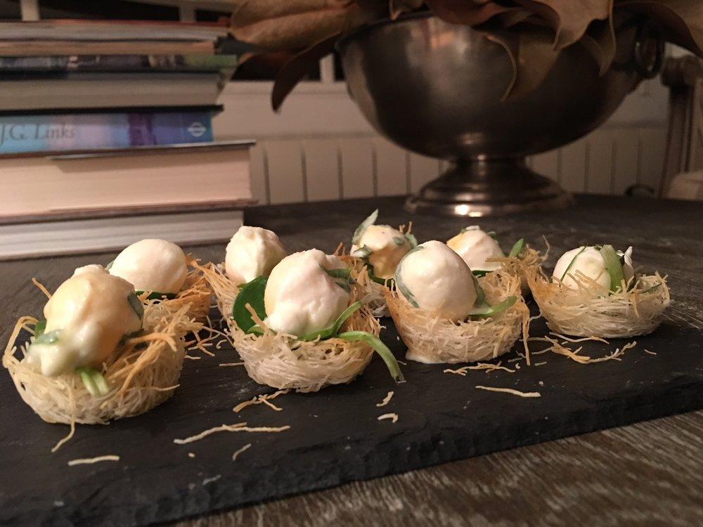 En este caso los presento como aperitivo. Se pueden hacer en formato más grande y servirlos como primer plato, rellenándolos con setas y huevo poché, foie o lo que tengamos.