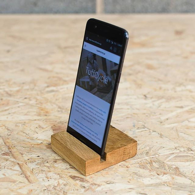 Simple oak phone stand for the office or to use while travelling. We use hardwax oil to bring out all the details of the wood! Check our Etsy page soon! Made from wood which would otherwise be thrown away or burnt, we don't cut down new trees to make our products! 🌲🌳🎄 #socialenterprise #socent #buysocial #sheffield #southyorkshire #businessforgood #christmasgiftideas #presentswithpurpose #christmas #edc #everydaycarry #handmade #woodworking #wood #woodwork #workshop #ecofriendly #sustainableliving #sustainable #ethicallymade #ethicalliving #Etsy #etsyseller #etsyshop #etsysellersofinstagram #maker #makersgonnamake #stockingfillers
