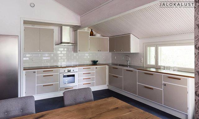 Tilaan sovitettu keittiö istuu kotiin kuin se olisi siinä aina ollut :)