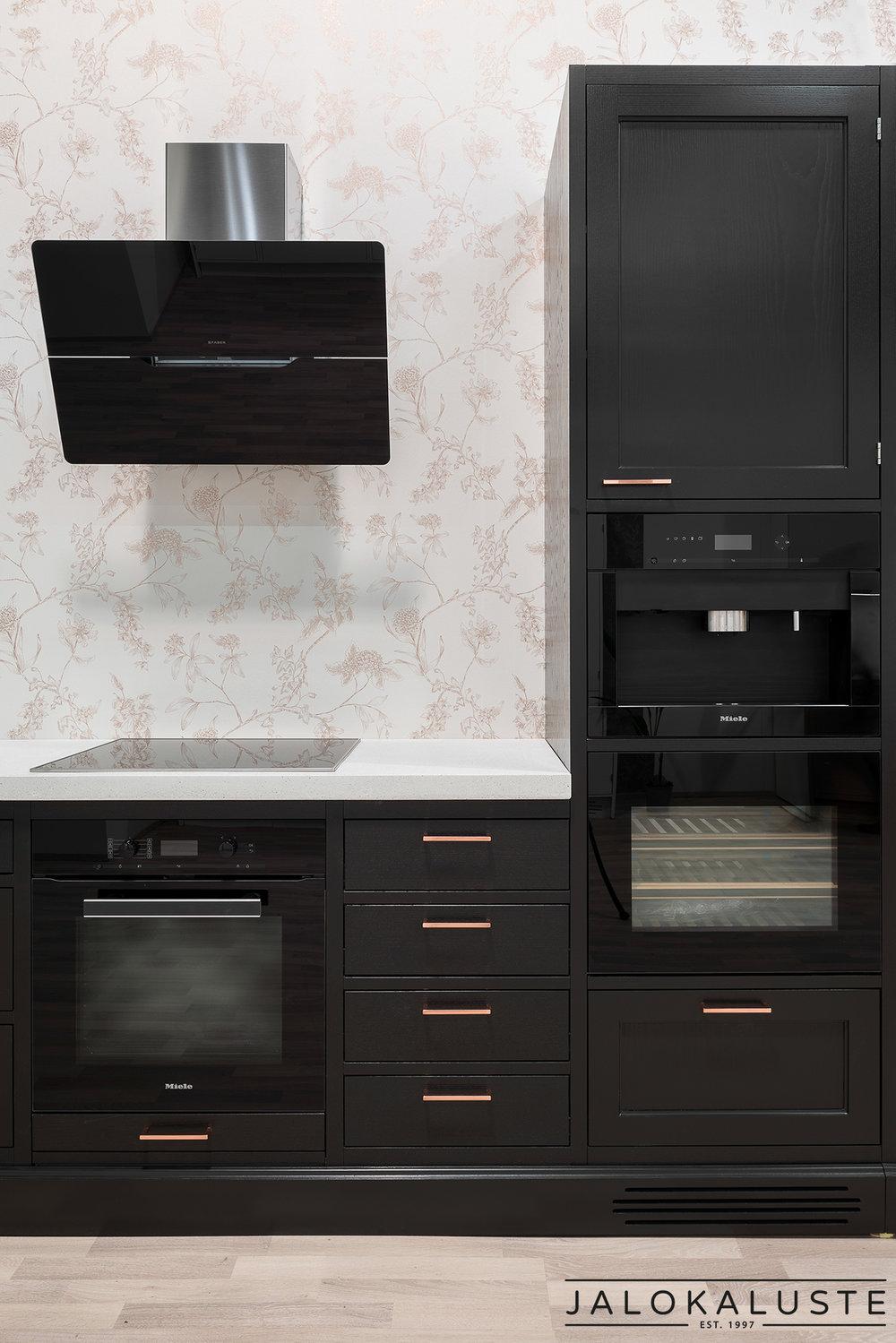 Jalokaluste_musta-kupari-keittiö3.jpg