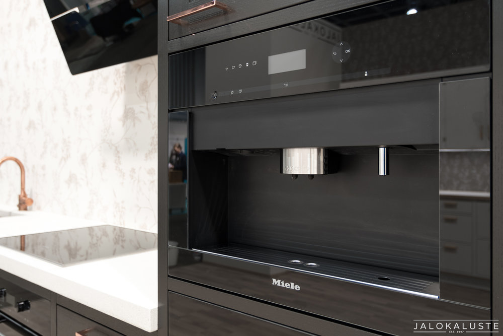 Jalokaluste_musta-kupari-keittiö4.jpg
