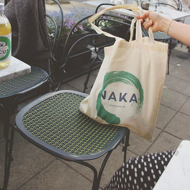 "Crappy weather has never stopped us from grabbing some ""fika"" outside in the early spring.🌨🍪 #sweden #snowinapril #nakafocus #energydrink #greentea #fika"