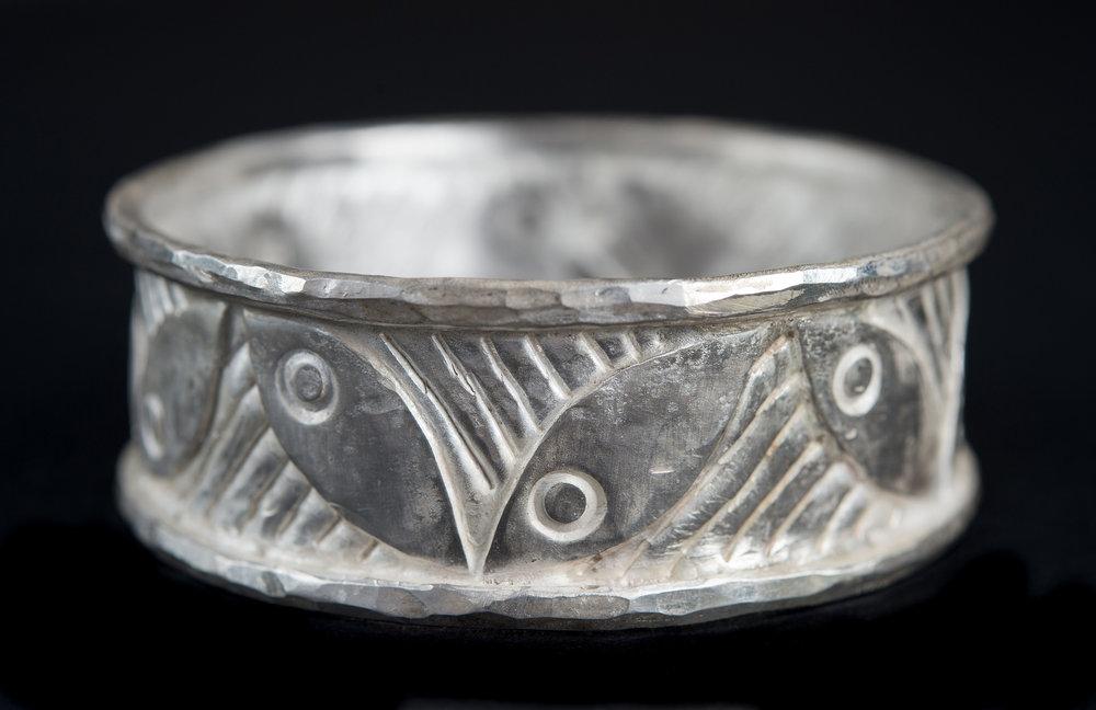 Silver bangle a.jpg