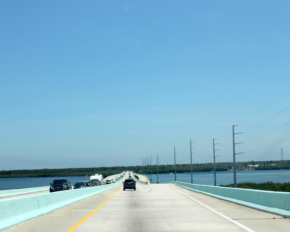 Great highway over the ocean goes straight down to the keys.