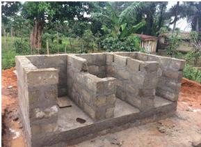 Dieses Foto wurde am 8. August aufgenommen und zeigt die Fortschritte der Toilettenblöcke. Die linke Seite wird von den Lehrern genutzt, die Mitte von den Mädchen und die rechte Seite von den Jungs.