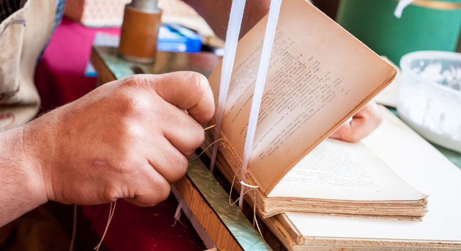 Bookbinding for Beginners at Drink Shop & Do! - Delivered by: Amber Cooper DaviesLength: 2.5 hoursLocation: Kings CrossPrice: £30 p/phttps://obby.co.uk/classes/crafts/bookbinding/bookbinding-for-beginners-at-drink-shop-and-do-1506544881