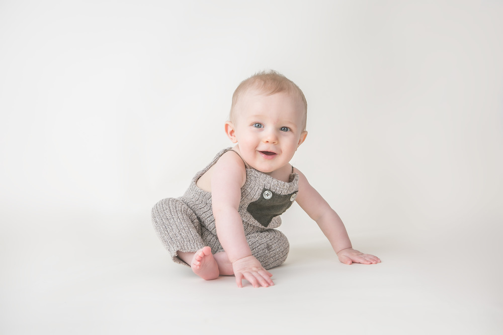 baby boy smile not sitting yet 6 month columbus oh photographer jessica olms photography
