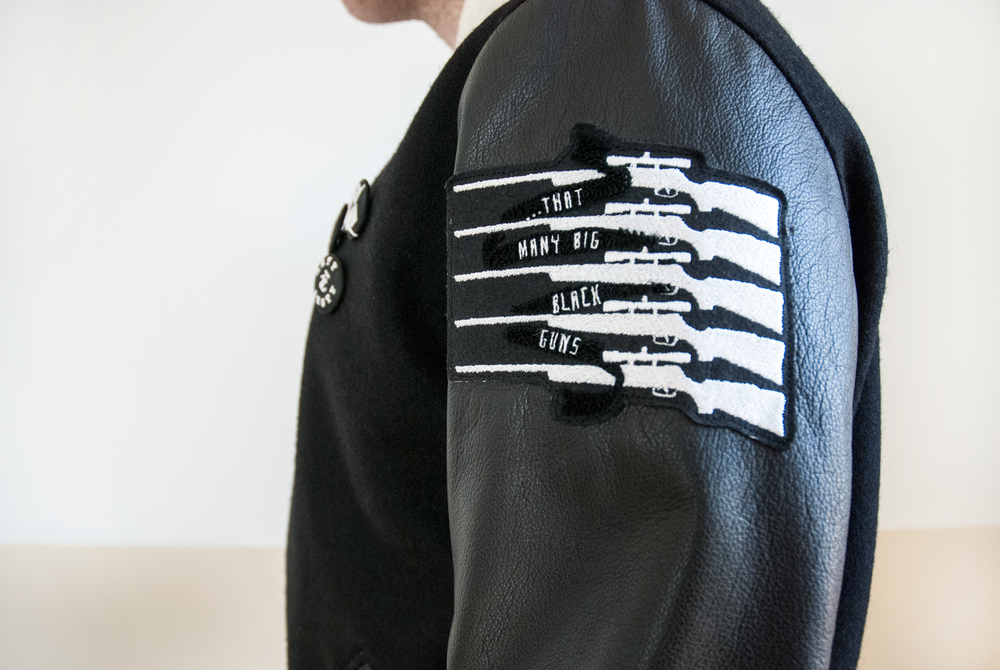 torsey_jacket_bigblackgun_detail.png