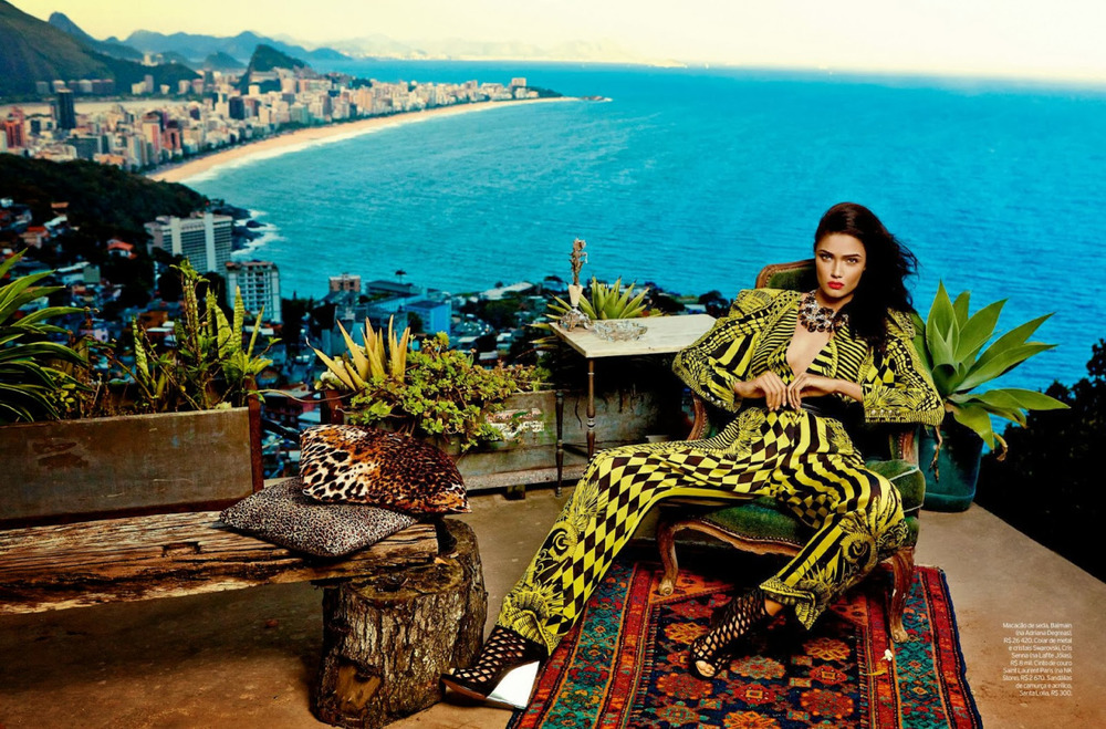 Glamour in Paradise: top and pants by Balmain, photo via ELLE Brazil