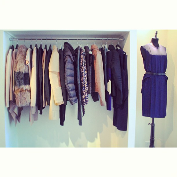 Pale pink, navy blue and chocolate brown… We love our fall color palette! (at Serenella Boston)