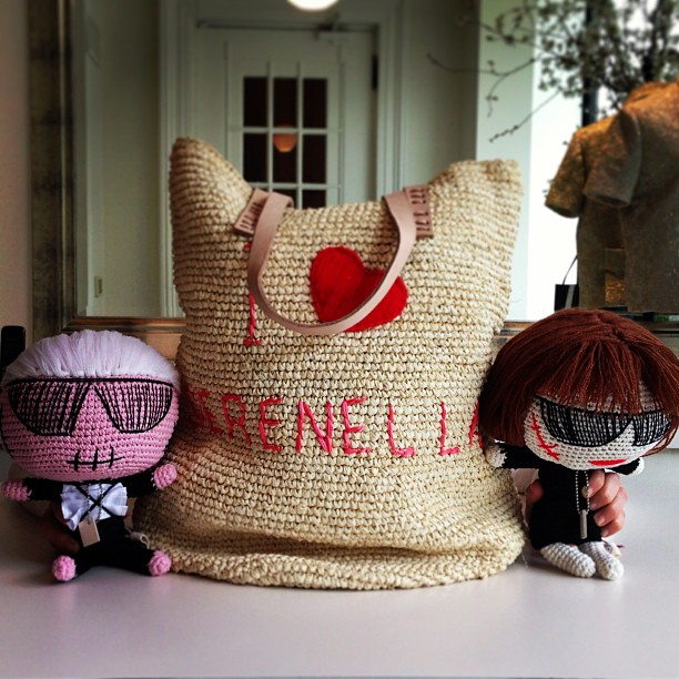 How cute are these Mua Mua Karl Lagerfeld and Anna Wintour dolls! And we're loving our I <3 Serenella bag too!