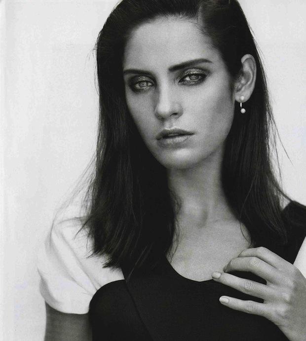framenoir: Delfina Delettrez's Double Pearl Single Earring featured in the October issue of Vogue Australia.