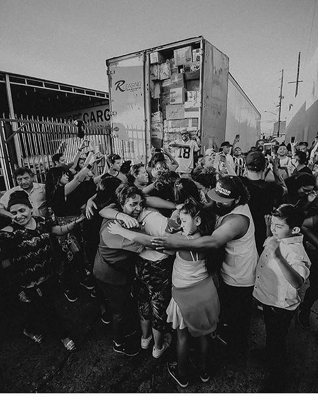 #SiSePudo 🇲🇽❤️🌎💫📦 Gracias por llevar su ayuda a el centro de acopio aquí en #LOSANGELES 🙏🏼❤️ Todo será llevado a #MEXICO 🇲🇽 Necesitamos más voluntarios para empacar, por favor vengan se aprecia su ayuda!  Abierto: 9am - 6 pm de LUNES - SÁBADO  820 E. 14th St. Los Ángeles CA 90021  #FuerzaMexico #Unidos #Ayuda #Donate 🇲🇽💫